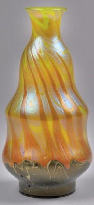 Franz Hofstötter, Vase für die Pariser Weltausstellung 1900 Ausführung Lötz Witwe, Klostermühle, Dekor metallgelb Phänomen Gre 356