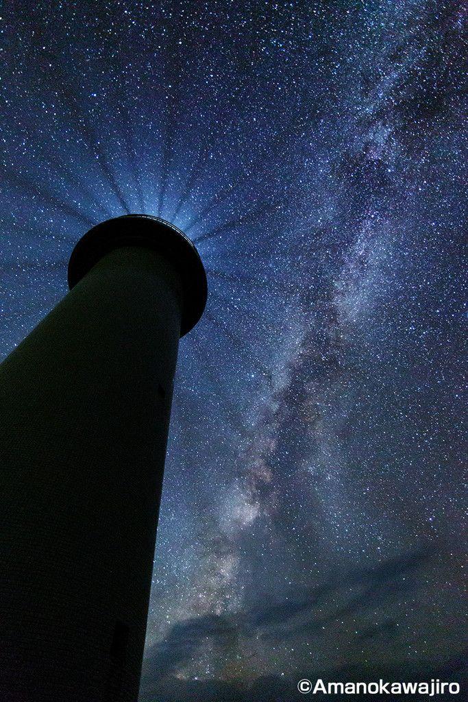 石垣・八重山諸島の星空  御神崎灯台と天の川