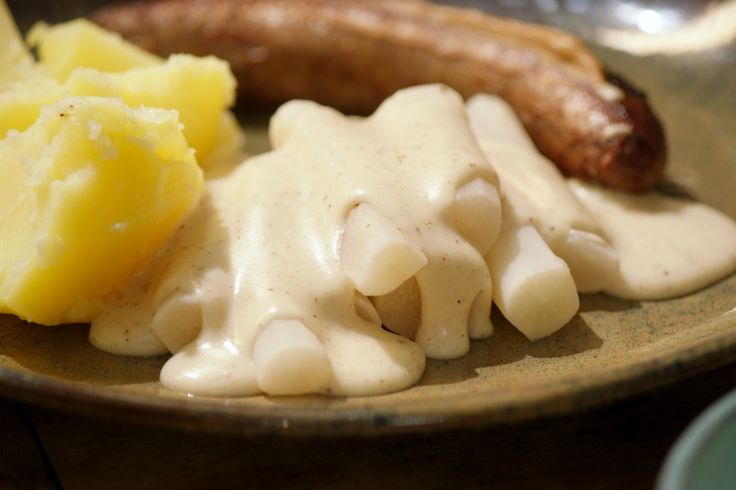 Dit is echte dagelijkse kost. Kook de schorseneren in een blanc zodat ze niet verkleuren. Smakelijk!
