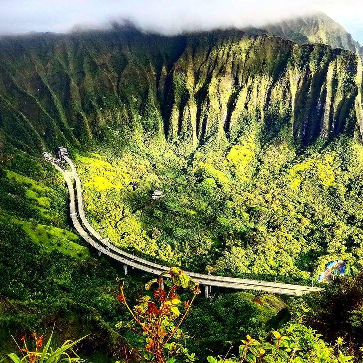Altitude always gives a new perspective to things, now don't it? ▪ ▪ ▪ ▪ #haikustairs #haikustairshawaii #haiku #stairs #kaneohe #honolulu #oahu #hawaii #venture #venturehawaii #hike #sunrise #valley #mountains #djungle #jungle #sky #clouds #pali #palihighway #highway #discover #explore #exploretheworld #experience #adrenaline #hiking #travel #stairwaytoheaven