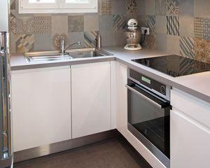 Relooker ses meubles de cuisine sans se ruiner : nos 8 conseils faciles - CôtéMaison.fr