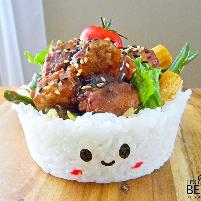 ❤ General Tao Chicken In a 'Rice bowl' ❤ The perfect meal when you hate dishwashing ! 😂 🌸 Tap twice if you agree !! 🎉 Follow if you love #kawaii #food ! ( Made with @jeprefereaki Sushi Rice and Nori sheets ) #lunch #cute #bento #art #otaku #generaltao #chicken #rice #foodie #foodporn #toocute #healthy #colorful #yummy #oishi #moments #artist #green #sushi #love #japan #quebec #fusion