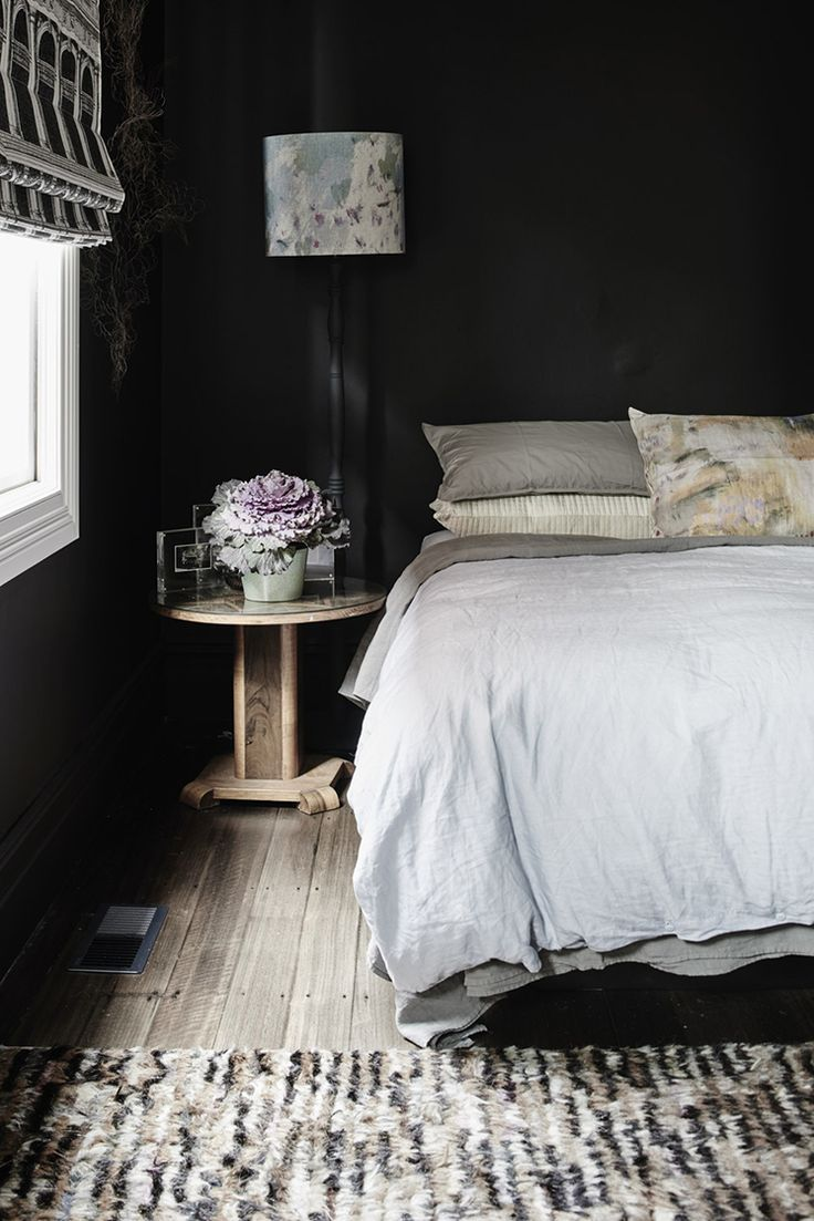 Goth Glamour: 10 Stylish Black Bedrooms A Mazing!