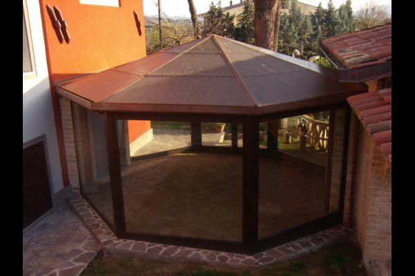 gazebo in acciaio corten e vetro copertura in rame a forma ottagonale