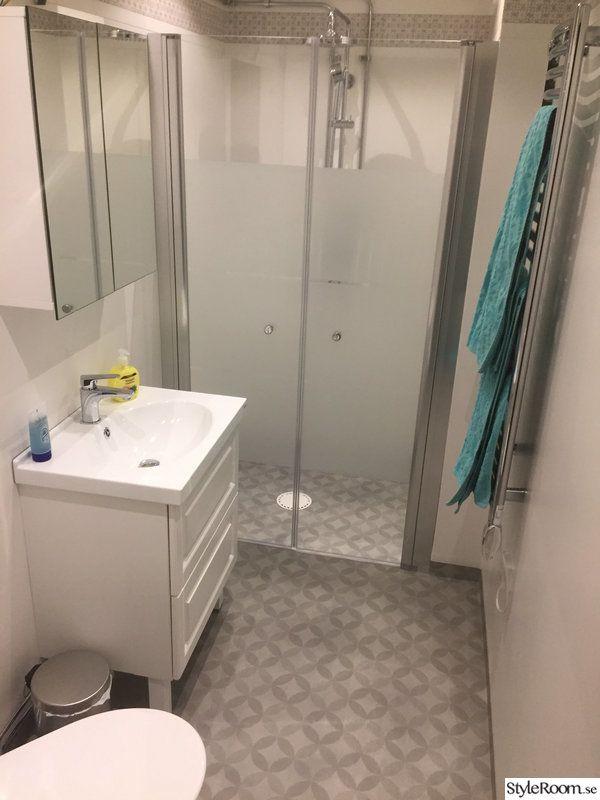 Badrummet hade orginalmattan kvar från 1976. Badkaret slängde jag ut så fort jag flyttade in.