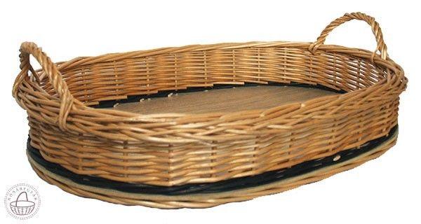 Kínáló kosár L 48x34x11cm, Fonott tálca, kialakított füllel, alja kemény fa, ovális vagy sarkított formában, körbe barna mintával. Külső méretek: Méret: 48 x 34 x 11cm Anyag: Fonott fűzvessző, Fa Szín: Natúr, Sötétbarna mintával , Kosárfutár