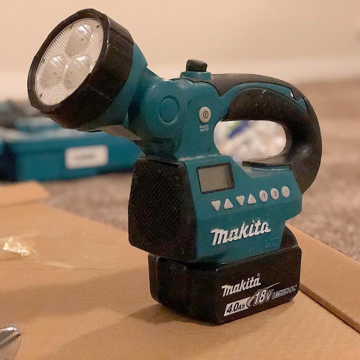 The plumber had this onsite last week. LED light and radio combo. I recall one of my old bosses having a drill with a radio in it. Might have been another brand though, I think it was NiCad. @makitatools @makita.ca #makita #tools #led #radio #contractor #construction #tools #plumber #light #music #yxe #saskatoon #saskatchewan #canada