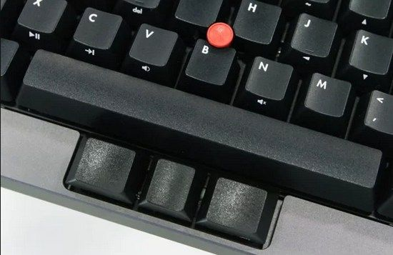 Na starší ThinkPady ráda vzpomíná řada lidí, přičemž důvodem není jen čirá nostalgie. Tyto notebooky byly vyhlášeny svou kvalitní klávesnicí, která možná nebyla dodnes překonána. A právě z ní vychází nová mechanická klávesnice Tex Yoda II.
