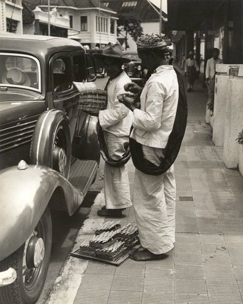 Straatverkopers, Bandung, Java, Indonesië (1933)