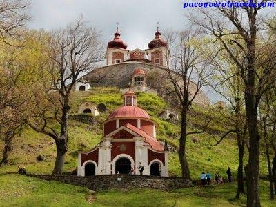 El Calvario de Banska Estiavnica #eslovaquia http://www.pacoyverotravels.com/2014/04/que-ver-banska-stiavnica-calvario-eslovaquia.html
