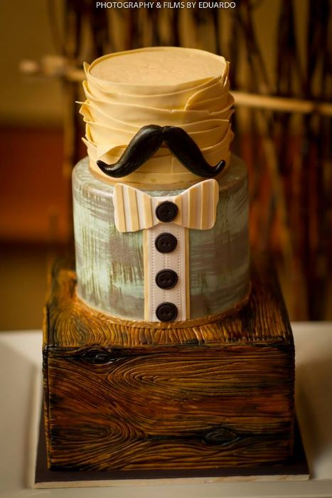Man Cake....Iike the layers on the outside of the top piece. Minus everything else.