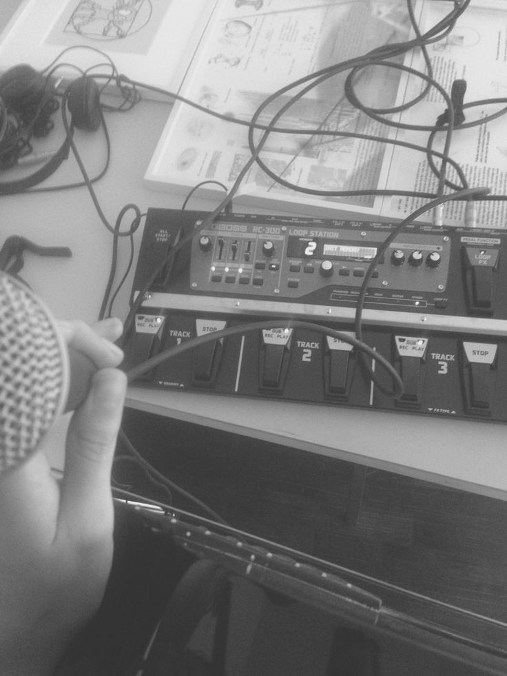 Margrethe Tang looping vocals and guitar in Berlin, while writing music.