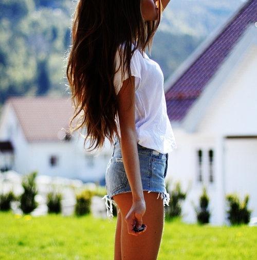 Stop dieting.: Brunettes Hair, White Tees, Dark Hair, Long Hair Dos, Summer Outfits, Longhair, Thick Hair, Jeans Shorts, Brown Hair