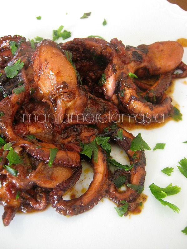 Quella dei polipetti in umido è una ricetta molto semplice ma molto saporita e costituisce un secondo piatto molto appetitoso.
