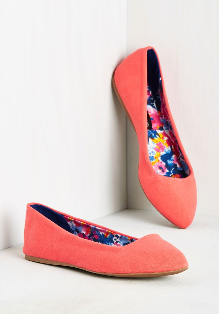A Trot in Common Flat in Punch. You and these coral flats share some striking similarities. #coral #modcloth