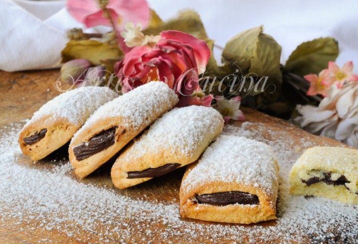 Biscotti cuoredi cioccolato, ricetta facile, veloce, biscotti da colazione, merenda, dolci da preparare in poco tempo, ricetta sfiziosa, idea per bambini, ripieni