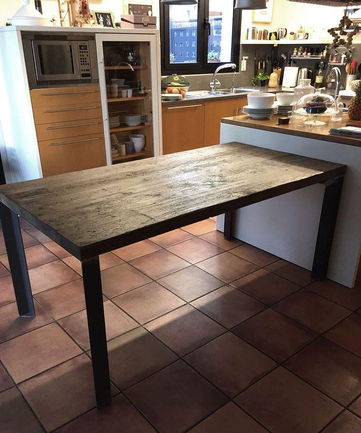 pies en hierro estructural aislados con nervaduras para evitar flexiones madera antigua cepillada a - Muebles Estilo Industrial
