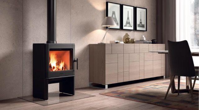 Buscas una chimenea de hierro fundido de marca y diseño? Esta es una buena opción que tenemos para ti en estufas. Chimeneas Picos de Europa. #estufa #decoración #madrid