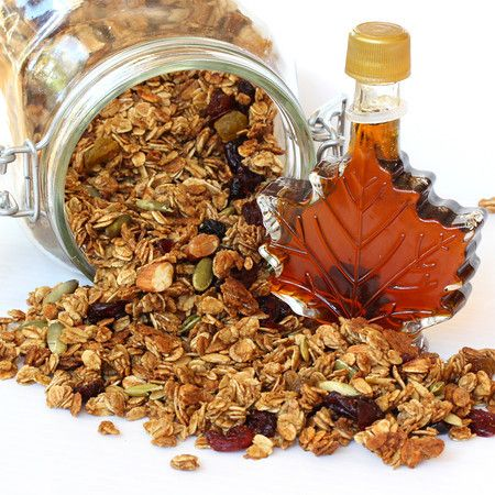Liv Life: Homemade Maple Granola with Pure Maple Syrup. Can't WAIT to try this!