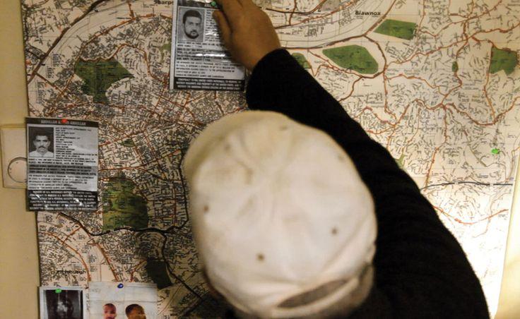 De eerste documentaire ter wereld waarbij de filmmakers 'meelopen' tijdens een FBI-operatie met betrekking tot terrorismebestrijding. De 63-jarige Saeed 'Shariff' Torres was ooit actief bij de militante Afro-Amerikaanse politieke organisatie Black Panthers en werkt nu als FBI-informant. Zonder zijn superieuren op de hoogte te stellen nodigt hij de filmmakers Lyric R. Cabral en David Felix Sutcliff uit hem te volgen bij zijn laatste opdracht voor de FBI. Torres moet in Pittsburgh vriendschap…