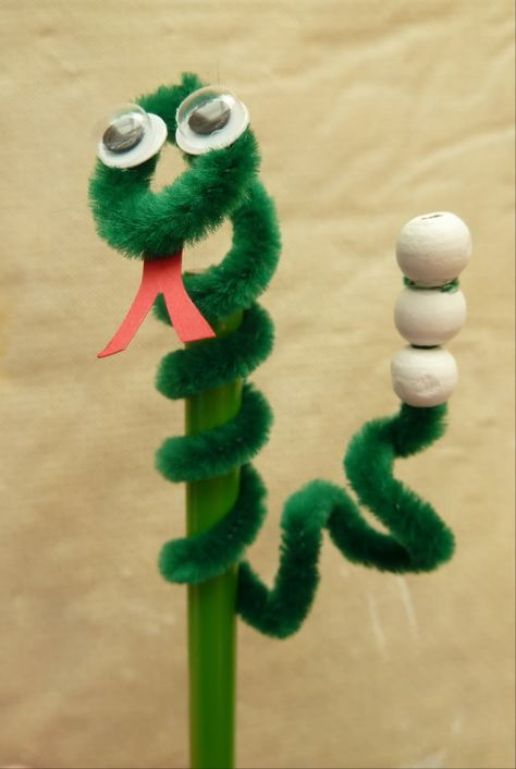 Pipe Cleaner Snake ~ cute for CHinese New Year too!