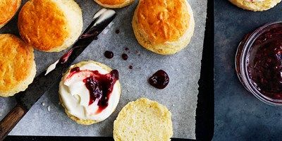 Recreate Donna Hay's classic scones recipe in your own kitchen. Donna makes scones quick and easy for the busy cook!