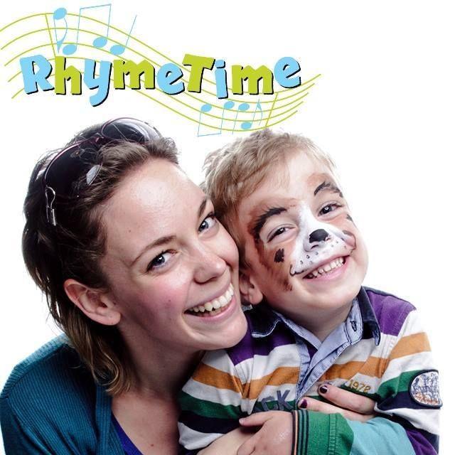 Petri Barbi, a Rhyme Time Angol Zenebölcsi megálmodóját és alapítóját, a kétnyelvű nevelés nagykövete. A kétnyelvű nevelést, a játékos otthoni angolozást segíti foglalkozásaival, online angol képzései babáknak és mamáknak egyaránt hasznosak. Autentikus angol gyerekkönyvajánlói egyedülállóak Magyarországon.