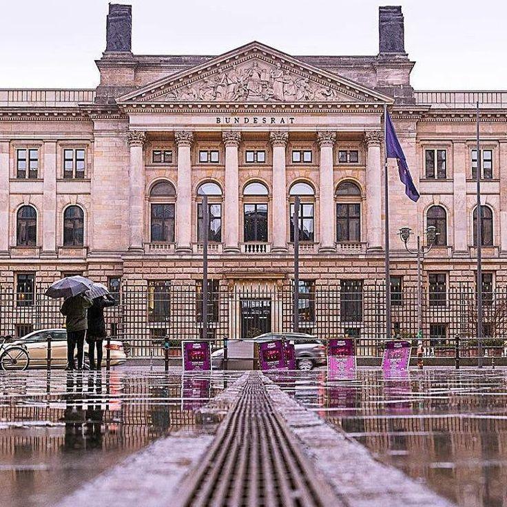 いいね!57件、コメント5件 ― Lifeventureさん(@lifeventureuk)のInstagramアカウント: 「@Regrann from @nomadlad - 🌧☔️ . . . . . . . . . . . #berlin #germany #igersberlin #visit_berlin…」