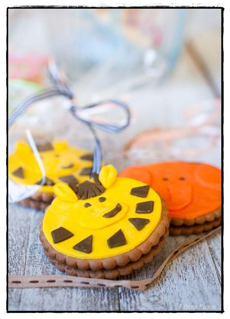 Love to Cook: Διακόσμηση μπισκότων με ζαχαρόπαστα!
