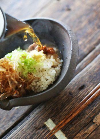 茶節(ちゃぶし)―鹿児島の郷土料理の一つで、鰹節と味噌、お好みでネギ、ショウガ、卵などをお椀の中にいれ、あとは熱い緑茶または…