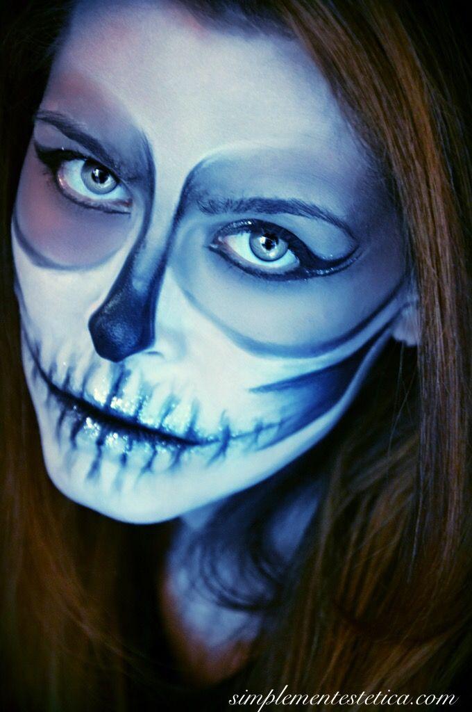 TRICK OR TREAT: HALLOWEEN NIGHT  #halloween #halloweenmakeup #halloweenparty #halloweennight #party #makeup #lanottedellestreghe #outfit #picoftheday #shooting #photo #photoshoot #simplementestetica #milan #trucco #totalblack #look #looks #teschio #scheletro #sketon #skull Happy Halloween