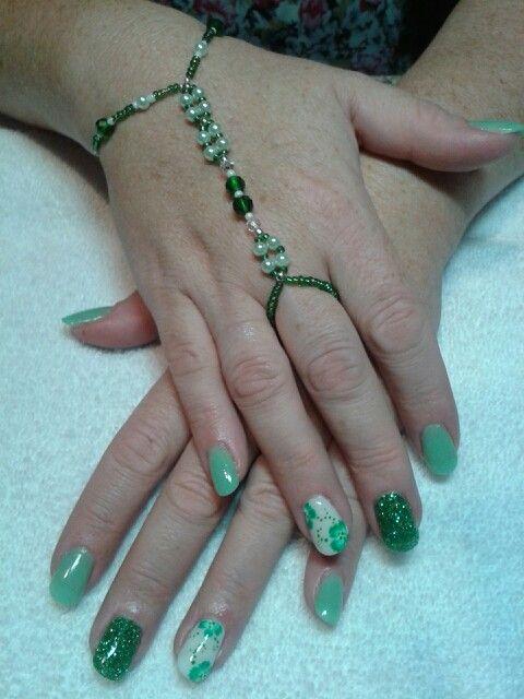 Nail art vert, résine et poudre . Brijoux nail art