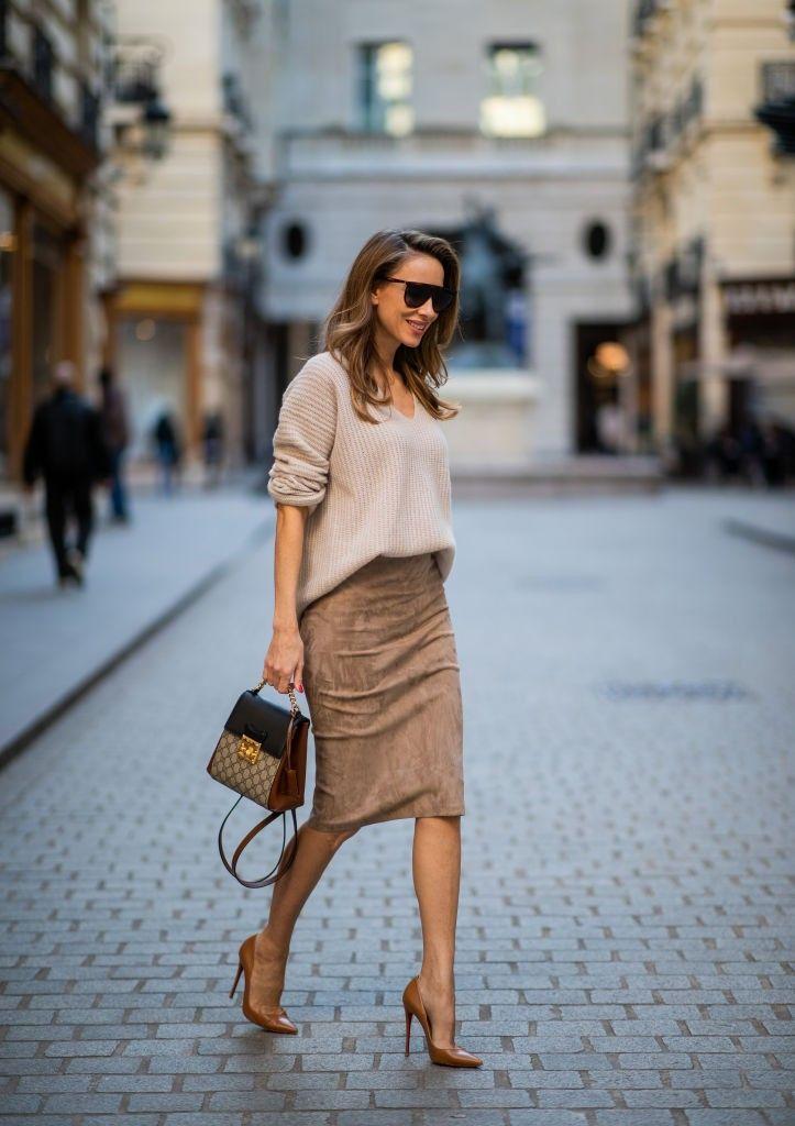 Acha difícil usar saia lápis fora do escritório? Separamos sete looks para usá-la em situações diversas | Fashion, Street style, Style