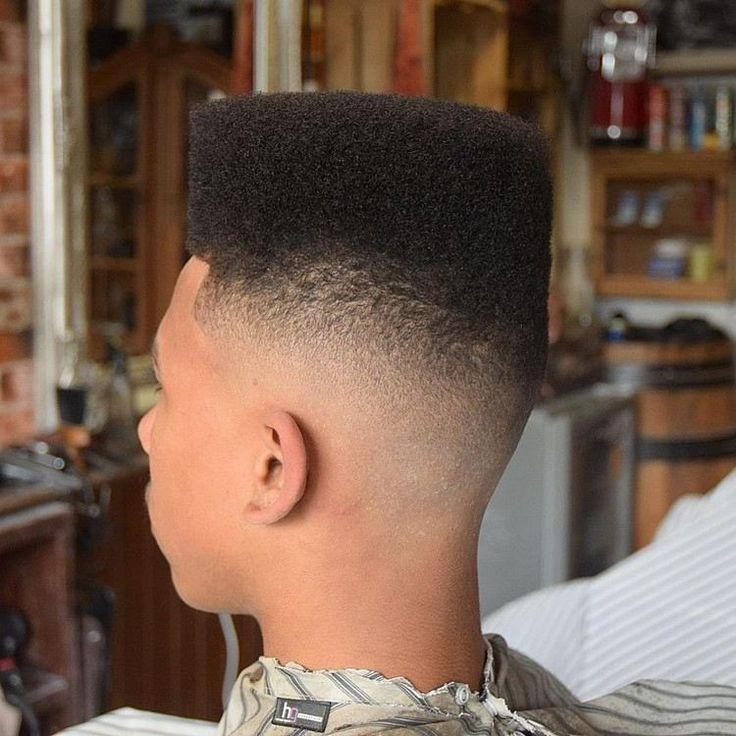 coupe de cheveux homme tendance idée coiffure adolescent fade moderne cheveux afro frisés garçon #hairstyle