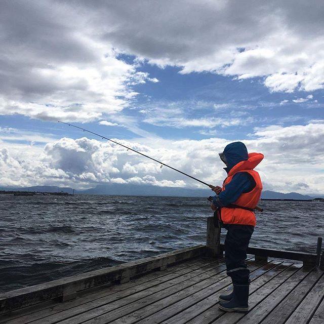 Gutten min på fisketur 😍 #verdensbeste #fisketur . . . . . #sunday #funday #fishing #fish #clouds #sky #nature #view #ocean #waves #nice #cool #skyer #natur #utsikt #bergen #brygge #søndag #fiske #fisking #norway #son #visitnorway #visitbergen #hav 😍❤