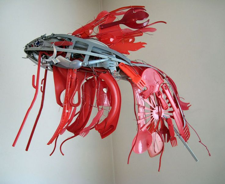 Amazing Siamese fighting fish sculpture made of salvaged plastic by Sayaka Ganz.