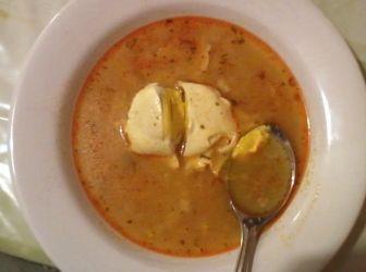 Tojásleves recept (köménymaggal): Ez az igazi gyerekkorom levese. Ez tojásleves! Az elhabart tojásos az rongyosleves! Puha friss kenyeret kell beletépkedni. http://aprosef.hu/tojasleves_recept_II