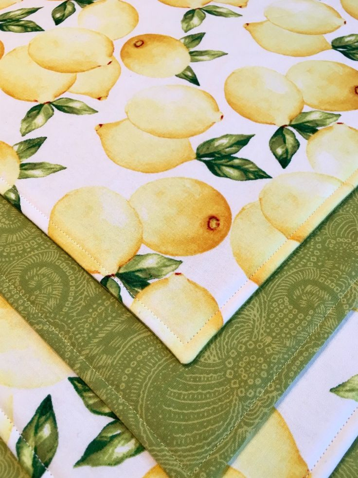 Lemon Placemats - Spring Placemats - Set of 4 Placemats - Summer Placemats - Yellow Placemats - Green Placemats by SewHomemadebyAnna on Etsy