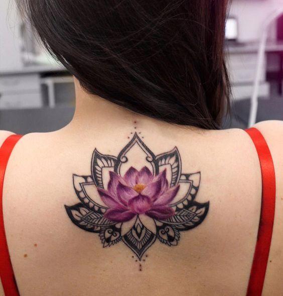 Tatuaje Acurales De Flor De Loto Espalda