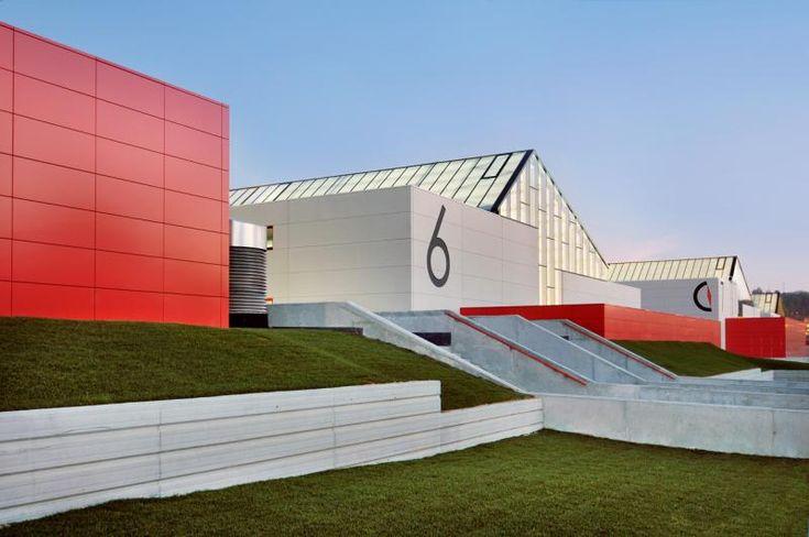 Edificio interesante. Naves Industriales en Parque Empresarial Porto do Molle - #Construction21