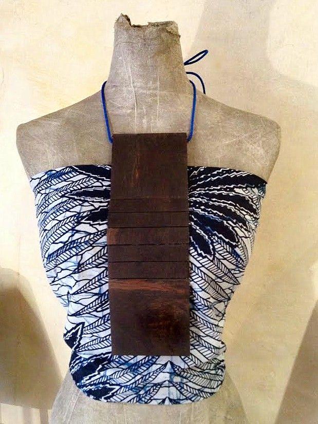 Valentina Follo, Emotional Design, Rosewood and batik collier