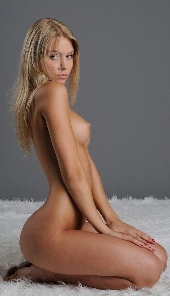 tumblr  fem nude 2 Repinned by cookingwithporn.com
