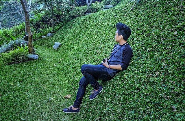 #repost from @andrerestra_bigwave  Cocok banget dah kalau untuk gaya emg sepatu @ardilessneakers,cocok juga untuk jalan sama pacar bagi yang punya pacar,untuk jalan sama keluarga,jalan sama pacar orang juga cocok 😁 #sepatu #ardilessneakers #gayarambut #gaya #hits #hijau #mantap #bandung #band #lembang