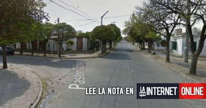 Una mujer de 63 años fue hallada ahorcada con un cable en el cuello en su vivienda en el barrio Altos de Vélez Sársfield, en la zona sur de la ciudad de Córdoba, informaron hoy fuentes policiales.   #policiales #ultimo momento