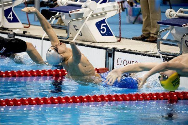 Tóth Tamás rajtol az S9-es kategória 100 méteres hátúszásának döntőjében a riói…