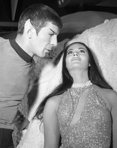STAR TREK LEONARD NIMOY AND BRUNETTE GAL   8X10 PHOTO 15