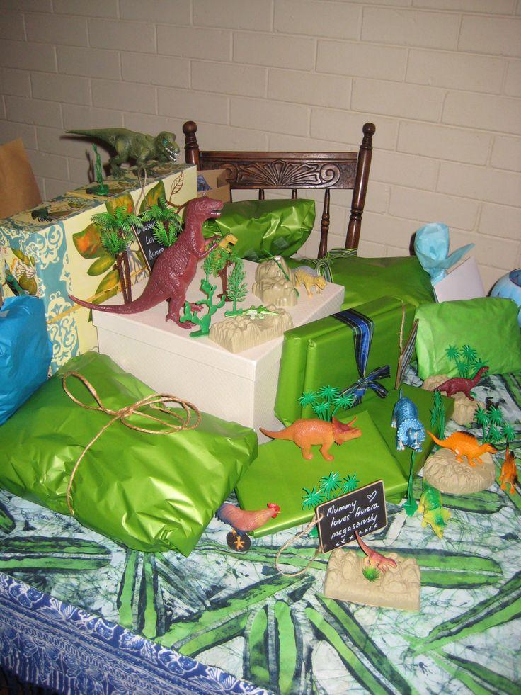 dinosaur birthday party decorating