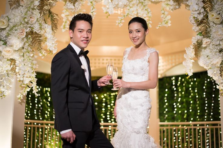 The Oriental Theme for wedding is luxury with gold,white and cream color. Moreover, We decorated the greatest night for our bride and groom with lightening  Buddy Garden ,Buddy Oriental Riverside