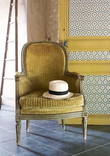 Le vieux jaune s'isntalle au salon - Plus de photos sur Côté Maison  http://petitlien.fr/79u0