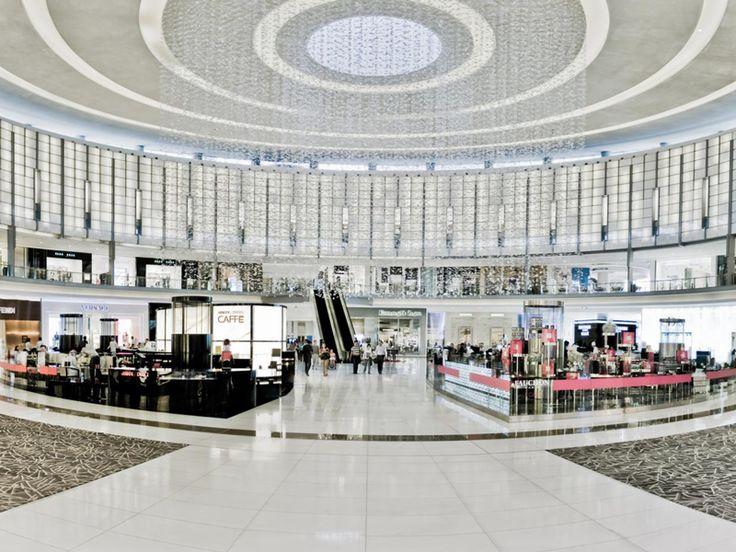 Asistencia de compras en distintas idiomas, esculturas de hielo, champagne en la entrada. Vea los mejores malls de Estados Unidos y qué tiene cada uno para ofrecerte (Inglés): http://www.usatoday.com/story/travel/destinations/2013/11/13/luxury-malls-usa-los-angeles-orange-county-new-york/3498947/
